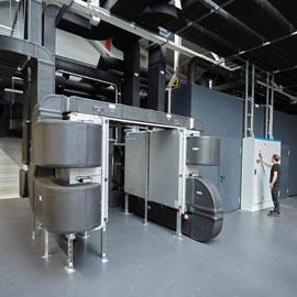 Das neue Werk II ist aus diesem Grund energieeffizient optimiert und speist beispielsweise mit der Kompressorabluft die Heiz- und Wasserleitungen des Gebäudes.